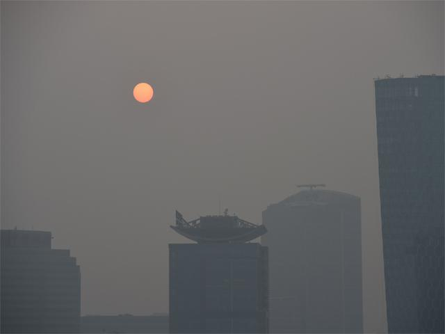 sun through delhi smog