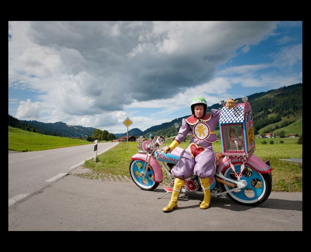 grayson-perry-pink-motorbike-2a