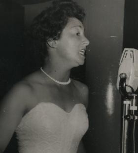 Peg singing