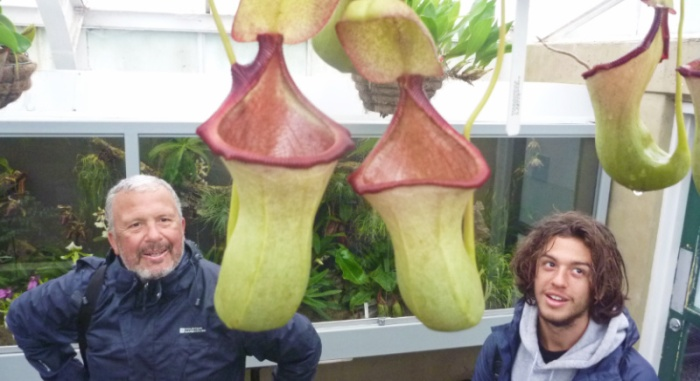Max n Nik admiring pitcher plants